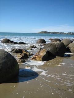 Image of Hampden Beach Sandy beach. newzealand geotagged rocks boulders southisland moerakiboulders koekohebeach geo:lat=45345275 geo:lon=170826061