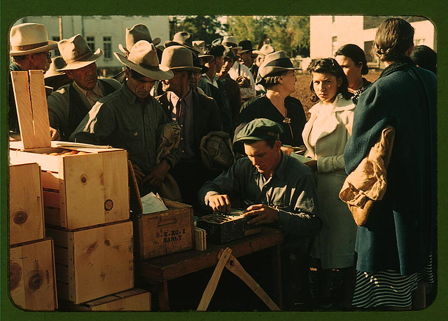 Distributing surplus commodities, St. Johns, Ariz. (LOC)
