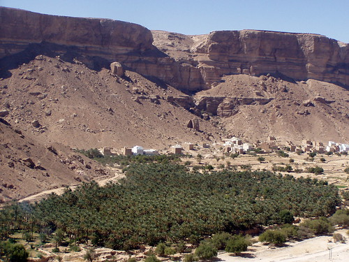 town desert cliffs valley yemen wadi وادي jemen dowan حضرموت hadhramaut dohan dawan محافظة دوعن governorate