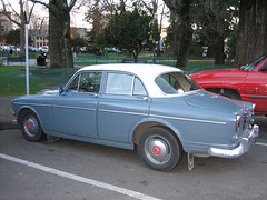 executive car(0.0), compact car(0.0), automobile(1.0), vehicle(1.0), antique car(1.0), sedan(1.0), classic car(1.0), land vehicle(1.0), luxury vehicle(1.0), volvo amazon(1.0),