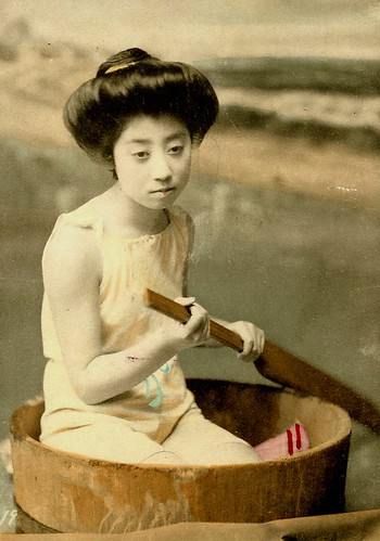 JAPANESE SWIMSUIT GIRLS - Meiji Era Bathing Beauties of Old Japan (26)