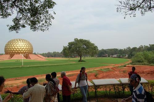 Der Matri Mandir ist die innerste Stelle von Auroville, die öffentlich zugänglich ist. Hier müssen Touristen umkehren, da die Einwohner lieber unter sich bleiben.