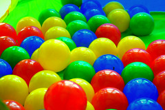 food(0.0), balloon(0.0), yellow(1.0), ball pit(1.0), ball(1.0), toy(1.0),