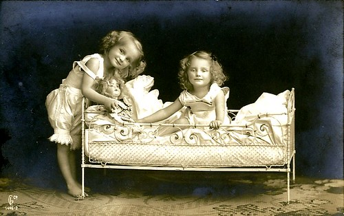 Vintage Children ~ Sweet Sisters