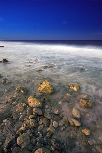 sea night rocks waves jeddah saudiarabia