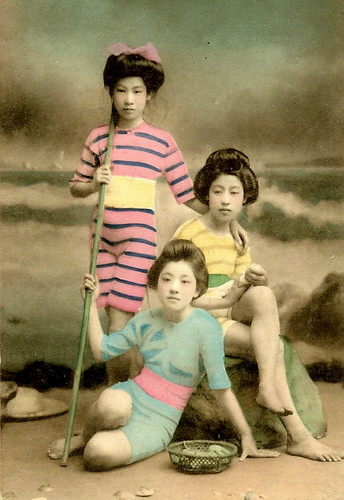 JAPANESE SWIMSUIT GIRLS - Meiji Era Bathing Beauties of Old Japan (12)