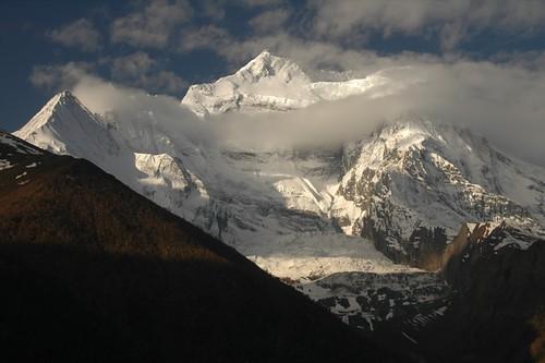 nepal mountains clouds trekking trek landscape himalaya annapurnacircuit annapurna himalayas dpn annapurnatrek himalayanmountains trekkinginnepal annapurna2 trekkinginhimalayas