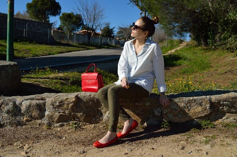 lara-vazquez-madlula-blog-details-easy-look-spring-outfit-red-details