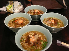 kimchi jjigae(0.0), hot pot(0.0), noodle(1.0), bãºn bã² huế(1.0), noodle soup(1.0), sundubu jjigae(1.0), food(1.0), dish(1.0), laksa(1.0), soup(1.0), cuisine(1.0), nabemono(1.0),