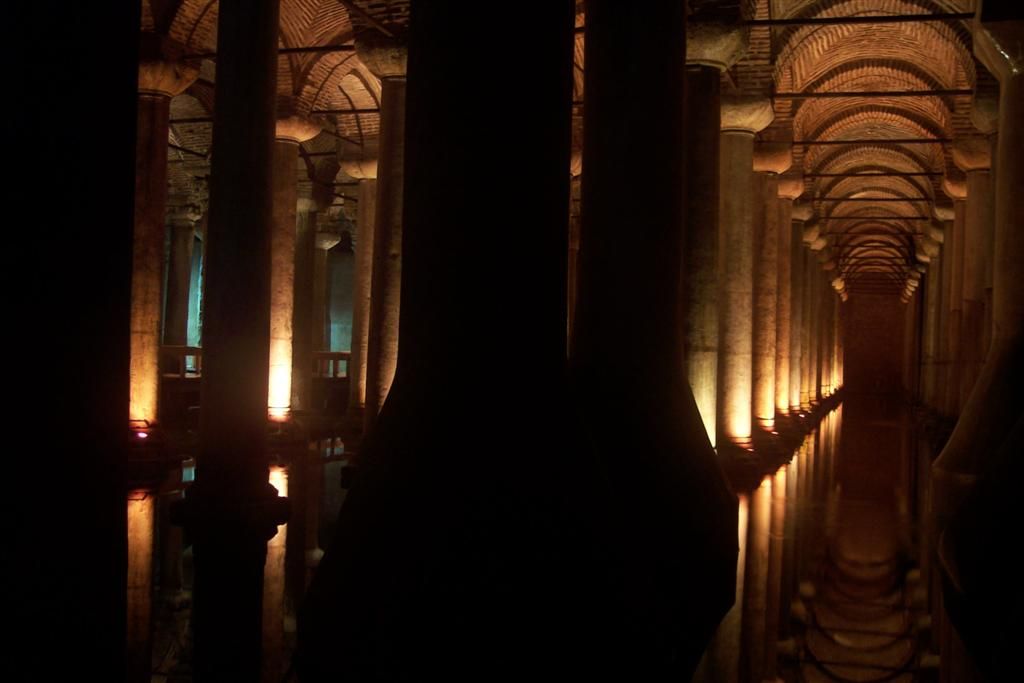 Columnatas que soportan toda la ciudad de Estambul cisterna de estambul - 2527688102 5eb6942b80 o - Basílica de la Cisterna de Estambul