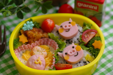 Three pigs bento box