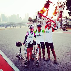 Ro's gang of CarryMe bikers sped through the finish line of NTU Bike Rally, completing a round-island distance of 141km. These tiny CarryMe foldable bicycles come with 8' tires and though Eddy (dude on right) has a dual-speed, they made a pact to comple