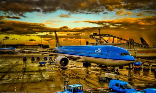 blue cars netherlands amsterdam digital port canon geotagged 350d rebel xt airport nederland luggage netherland trucks bags noiseninja klm schiphol digitalrebelxt hdr hdri lightroom schipholairport photogallery 3xp photomatix aeb geo:lon=4757423 korayem geo:lat=52308845