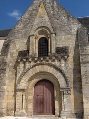 Porche et façade de l'église de Vernou, Indre-et-Loire, 28 avril 2007