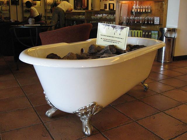 Con il nastro rosa un bagno al cioccolato - Bagno di cioccolato ...