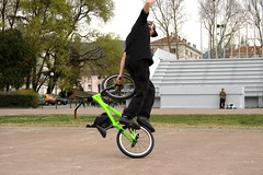 unicycle(0.0), training wheels(0.0), extreme sport(0.0), bmx racing(0.0), bicycle motocross(1.0), vehicle(1.0), bmx bike(1.0), sports(1.0), flatland bmx(1.0), cycle sport(1.0), stunt performer(1.0), stunt(1.0),