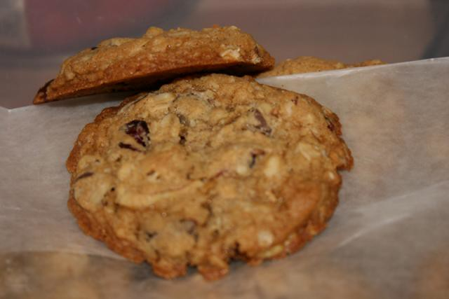 Chocolate-Chunk Oatmeal Cookies with Pecans and Dried Cherries ...