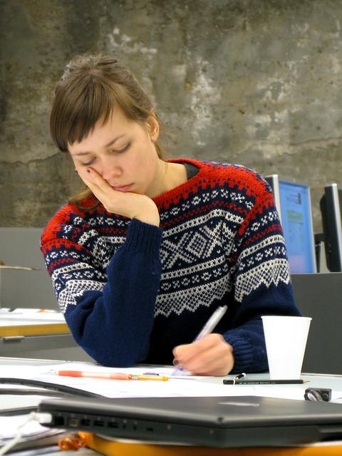AHO0711-003 Ingrid Alice wearing a Mariusgenser