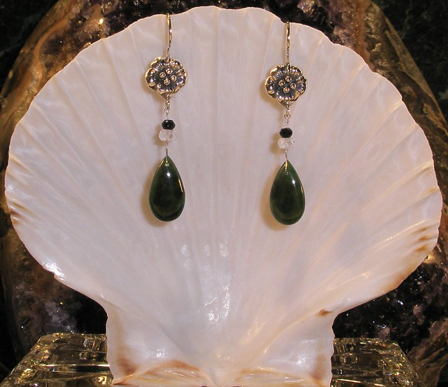 Jade earrings design beautify themselves with earrings