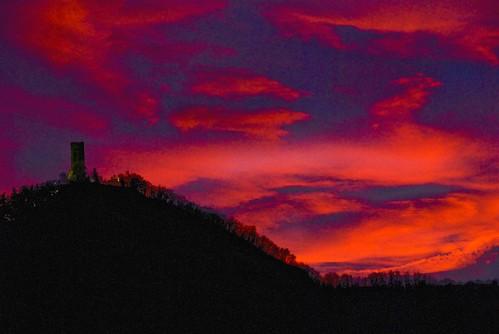 blue sunset red sky italy panorama como color monument clouds italia tramonto nuvole cielo rosso colori castello montagna monumenti lombardia naturesfinest baradello d80 golddragon mywinners abigfave nikond80 anawesomeshot superbmasterpiece diamondclassphotographer ysplix castelbaradello betterthangood goldstaraward