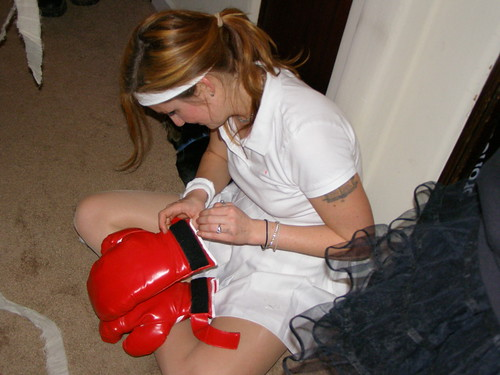 yeah, give the drunk girl some boxing gloves