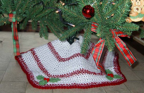 Ravelry quick n easy christmas tree skirt pattern by