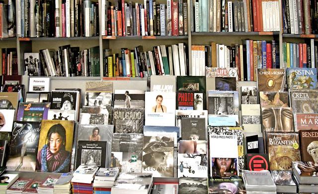 Walking under Milano #2: books