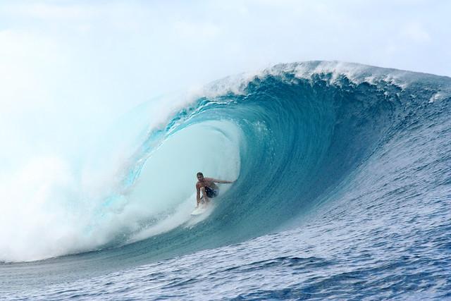 Big Wave Surfing Teahupoo Tahiti