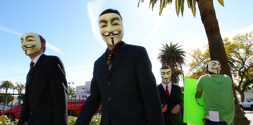 Anonymous at Scientology in Los Angeles, vía Flickr por Sklathill