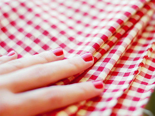 Red nails, red & white checks