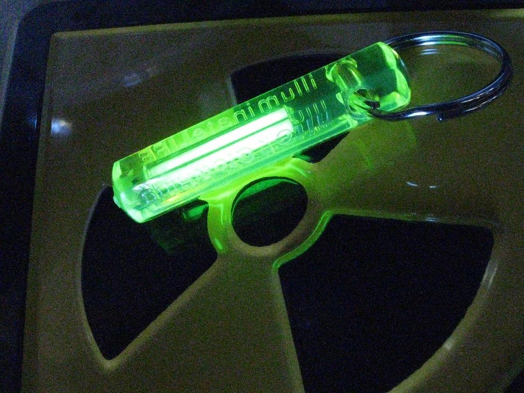 tritium - light from radioluminescence