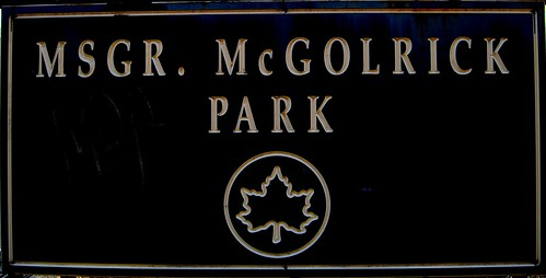 Paseo por Msgr. McGolrick Park