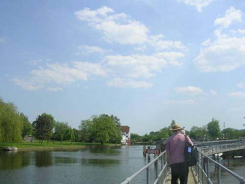 Long bridge/walkway
