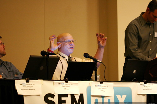 marty weintraub advising a hot seat participant on SEO     MG 0301