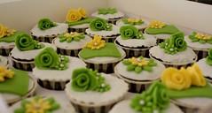 HCC010-2011. Green colour hantaran cupcakes