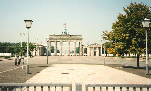 brandenburg gate 1989 - photo #17