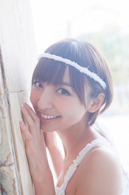 ヘアバンドがかわいい篠田麻里子