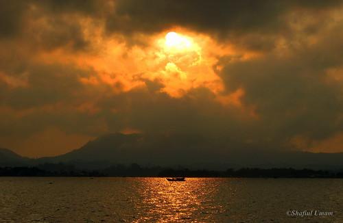 sunset canon boat manmadelake rangamati hillarea kaptailake darkpastofthelake