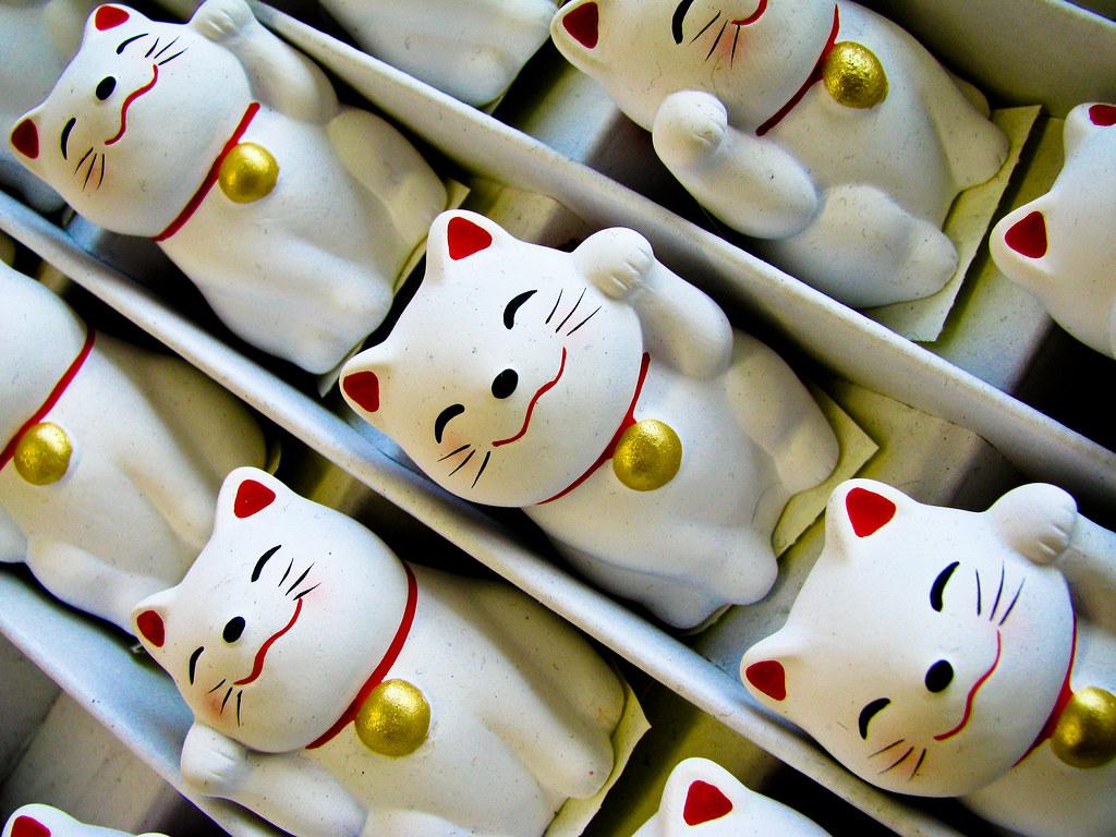 Манэки-нэко коты