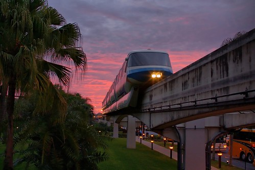 Disney - Monorail Blue Polynesian