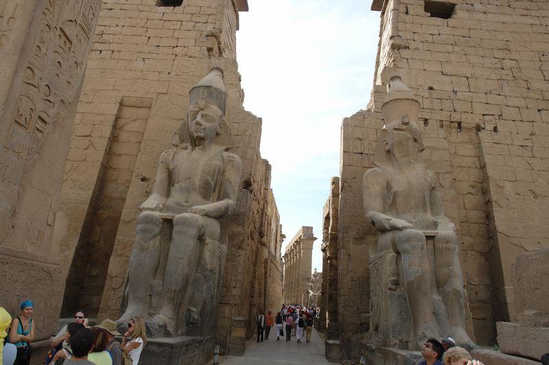 Templo de Luxor Templos a la orilla del río Nilo en Egipto - 2474549538 e54654b167 o - Templos a la orilla del río Nilo en Egipto