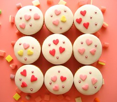 valentines day cupcakes by hello naomi