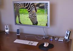 "New Mac Pro 8-core - Apple 30"" Cinema LCD"