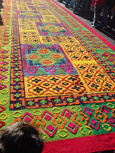 Flickr discussing antigua guatemala alfombras in semana for Alfombras el mundo