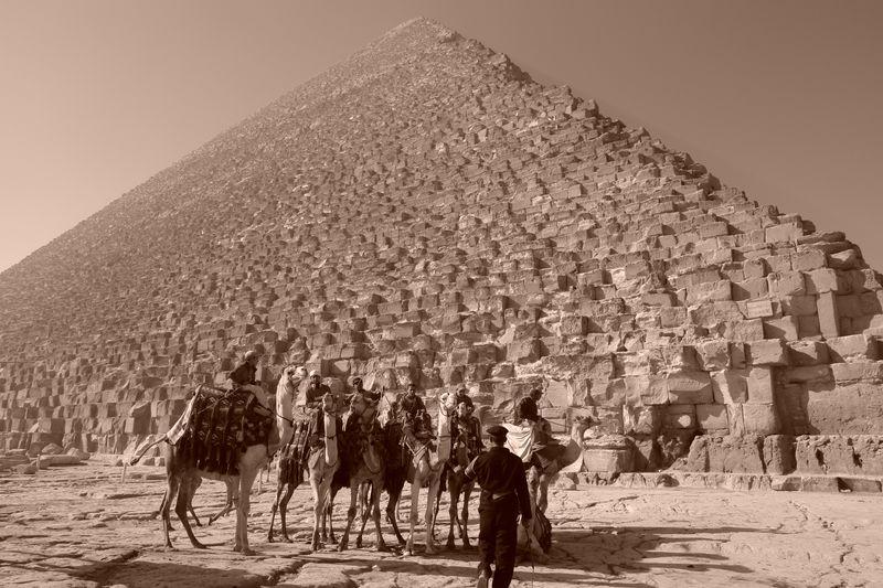 """""""Estafadores"""" en los alrededores keops, en el interior de la gran pirámide - 2474576210 b774bda7ac o - Keops, en el interior de la Gran Pirámide"""