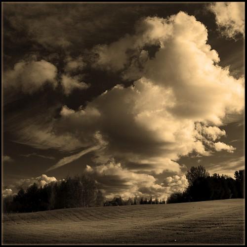 nikon d200 photoshop ok6 2007 20071012 bw sepia cloud landscape scenery diamondclassphotographer helsinki flickrtate finland flickrdiamond square ollik 100v10f suomi blackandwhite