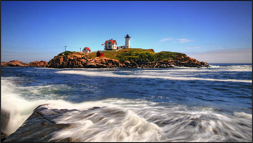 ocean york longexposure lighthouse water interestingness rocks maine newengland 1022mm nubblelight 30d bpc capeneddick holidaysvacanzeurlaub ysplix established1879 fourthorderfresnel