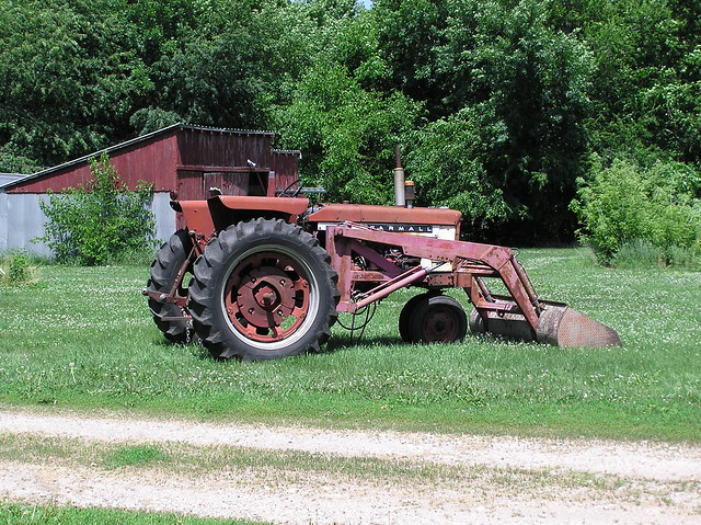 Tractor International Harvester Farmall 504