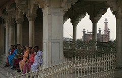 rest stop, Shahi Qila (Lahore Fort)
