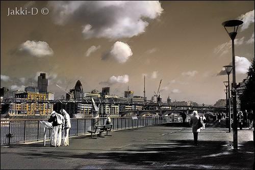 Smoggy-Thames-b